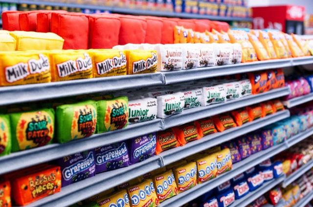 Độc đáo siêu thị với đồ vật toàn làm bằng vải nỉ - Ảnh 6.
