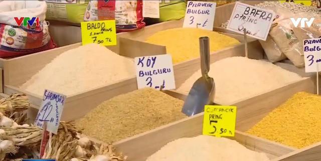 Các doanh nghiệp nhỏ tại Thổ Nhĩ Kỳ lo ngại căng thẳng với Mỹ - Ảnh 2.