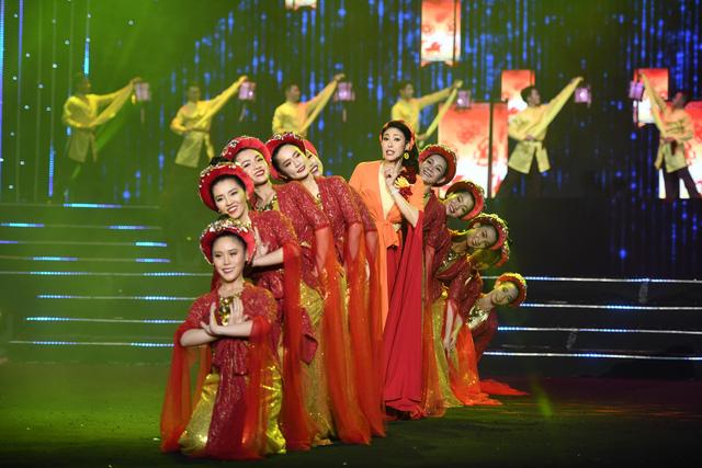 Hoa hậu Hà Kiều Anh bất ngờ khoe giọng ca trong veo - Ảnh 2.