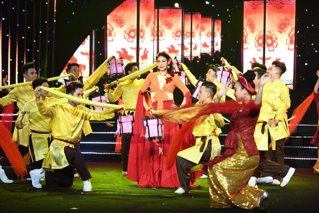 Hoa hậu Hà Kiều Anh bất ngờ khoe giọng ca trong veo - Ảnh 8.