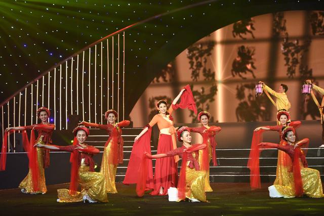 Hoa hậu Hà Kiều Anh bất ngờ khoe giọng ca trong veo - Ảnh 6.