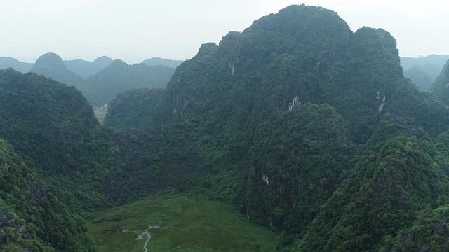 Non nước Ninh Bình rực rỡ qua ống kính của Trên từng cây số - Ảnh 1.