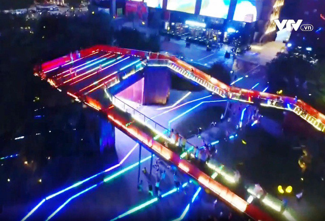 Lễ hội ánh sáng đầy màu sắc ở thành phố Tây An, Trung Quốc - Ảnh 3.