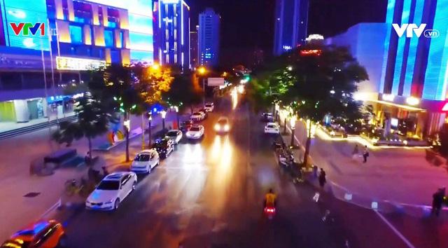 Lễ hội ánh sáng đầy màu sắc ở thành phố Tây An, Trung Quốc - Ảnh 4.