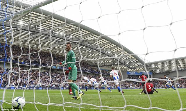 VIDEO Brighton 3-2 Man Utd: Quỷ đỏ thua trận đầu tiên mùa giải - Ảnh 2.