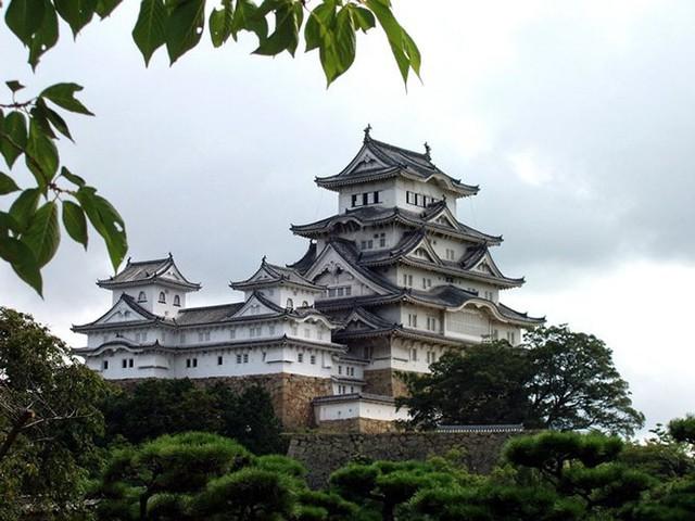 12 lâu đài ma ám đáng sợ trên thế giới - Ảnh 13.