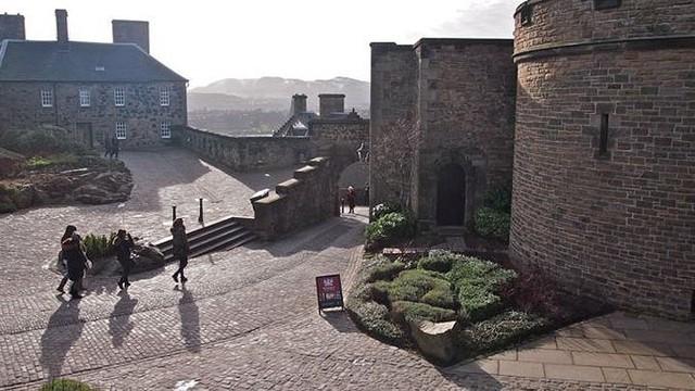 12 lâu đài ma ám đáng sợ trên thế giới - Ảnh 18.