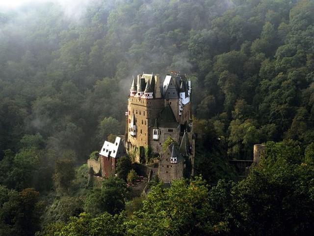 12 lâu đài ma ám đáng sợ trên thế giới - Ảnh 5.