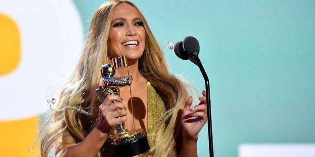 VMA 2018: Mãn nhãn với màn trình diễn của Jennifer Lopez - Ảnh 2.