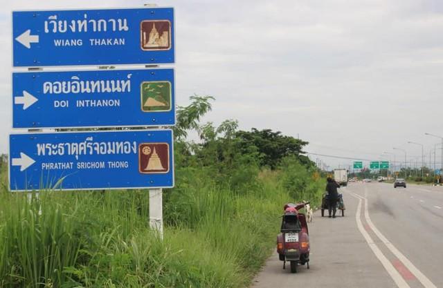 Thái Lan: Đi bộ 1.500km đưa tro cốt bạn gái lên núi - Ảnh 2.