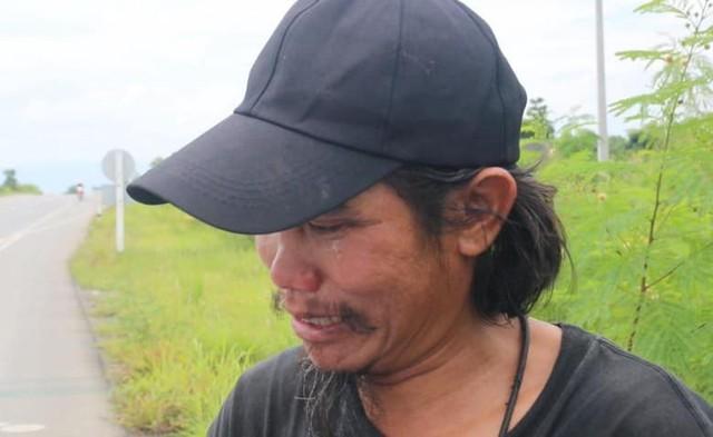 Thái Lan: Đi bộ 1.500km đưa tro cốt bạn gái lên núi - Ảnh 1.