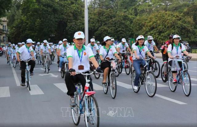Đại sứ các nước Đông Nam Á đạp xe hữu nghị nhân Ngày Gia đình ASEAN 2018 - Ảnh 5.