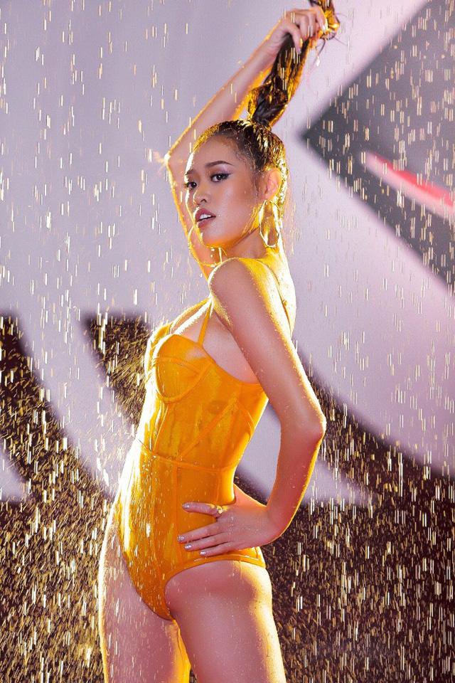 Loạt chân dài khoe đường cong hút hồn tại Siêu mẫu Việt Nam 2018 - Ảnh 2.