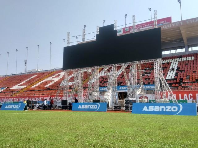 CĐV hồ hởi sang Indonesia xem Olympic Việt Nam đá tứ kết ASIAD 2018 - Ảnh 4.