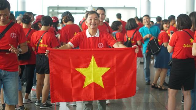 Olympic Việt Nam vào bán kết ASIAD 2018: Các tour sang Indonesia đắt khách - Ảnh 1.