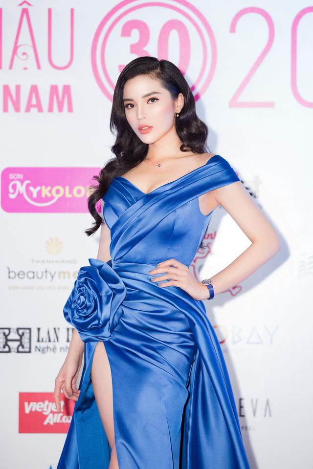 Cùng diện đầm xẻ cao táo bạo, Hoa hậu Kỳ Duyên, Đỗ Mỹ Linh khéo khoe chân thon - Ảnh 8.