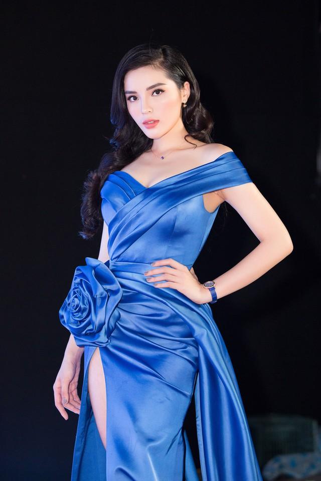 Cùng diện đầm xẻ cao táo bạo, Hoa hậu Kỳ Duyên, Đỗ Mỹ Linh khéo khoe chân thon - Ảnh 7.