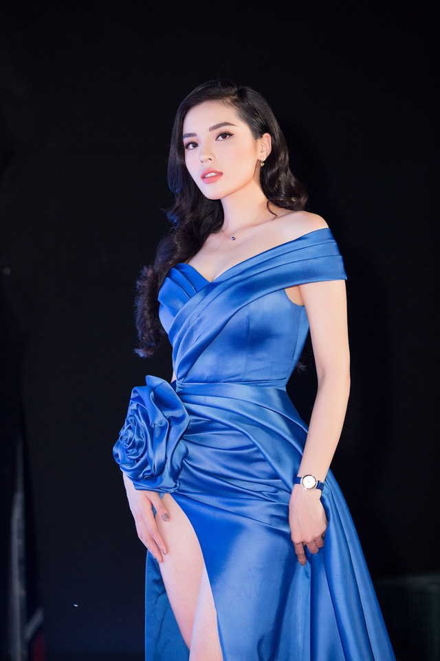 Cùng diện đầm xẻ cao táo bạo, Hoa hậu Kỳ Duyên, Đỗ Mỹ Linh khéo khoe chân thon - Ảnh 6.
