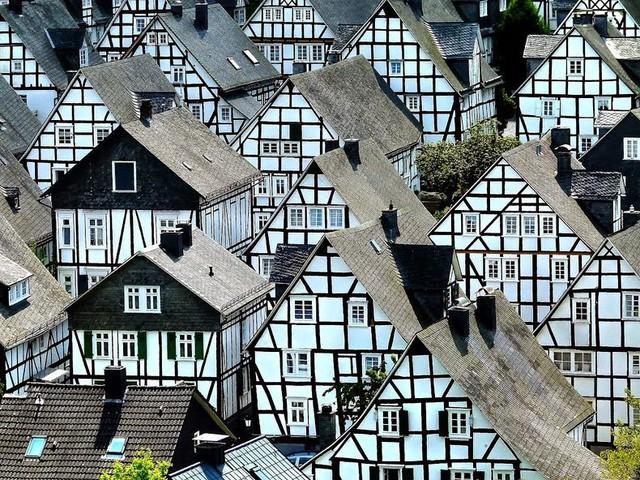 """Đến thị trấn """"trăm căn nhà giống nhau như một"""", hoa mắt nhìn mãi không ra - Ảnh 2."""