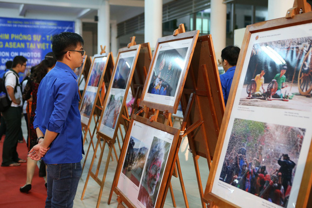 Triển lãm Ảnh và Phim phóng sự - Tài liệu trong Cộng đồng ASEAN tại Việt Nam - Ảnh 2.