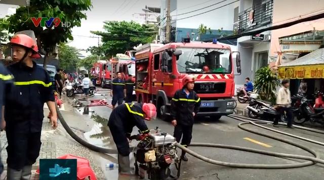 Cháy lớn ở công ty phụ tùng xe máy, nhiều tại sản bị thiêu rụi - Ảnh 1.