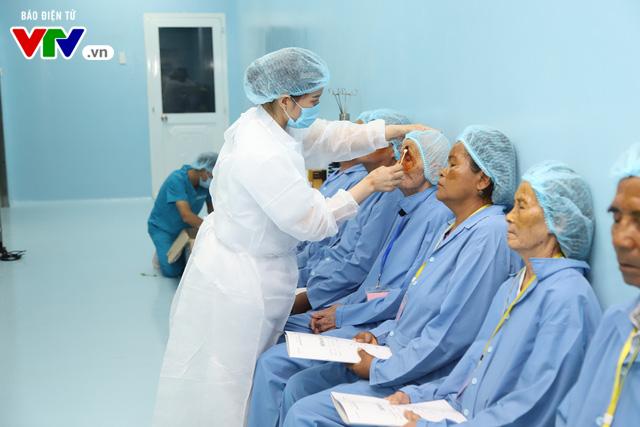 Phẫu thuật mắt miễn phí cho người cao tuổi vùng sâu vùng xa - Ảnh 4.