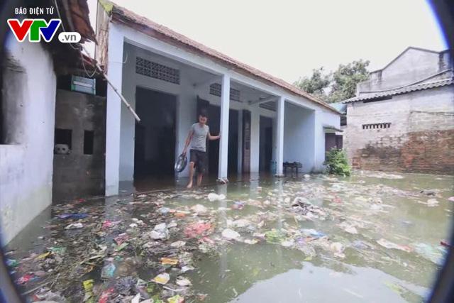 Khám sức khỏe cho 8.500 người dân vùng ngập úng ở Hà Nội - Ảnh 1.