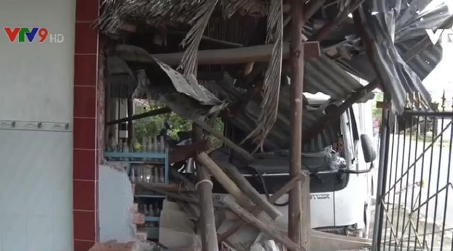 Kiên Giang: Xe tải mất lái đâm vào nhà dân - Ảnh 3.