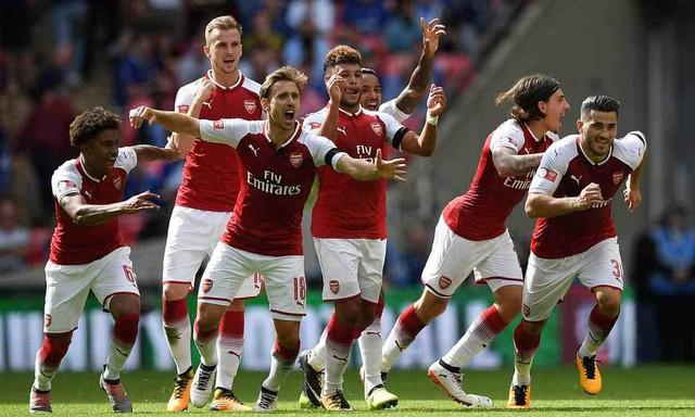 ẢNH: Nhìn lại 10 trận đấu giữa Arsenal và Chelsea - Ảnh 9.