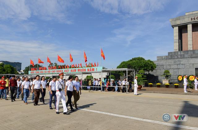 BTC giải xe đạp quốc tế VTV Cup Tôn Hoa Sen 2018 cùng toàn đoàn dâng hoa tưởng nhớ Chủ tịch Hồ Chí Minh vĩ đại - Ảnh 2.