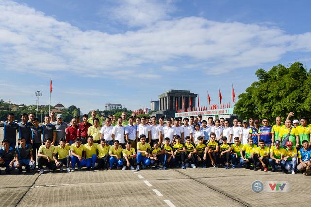 BTC giải xe đạp quốc tế VTV Cup Tôn Hoa Sen 2018 cùng toàn đoàn dâng hoa tưởng nhớ Chủ tịch Hồ Chí Minh vĩ đại - Ảnh 3.