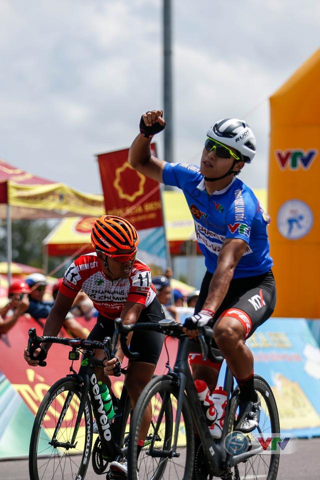 ẢNH: Những khoảnh khắc ấn tượng chặng 9 Giải xe đạp quốc tế VTV Cúp Tôn Hoa Sen 2018 - Ảnh 10.