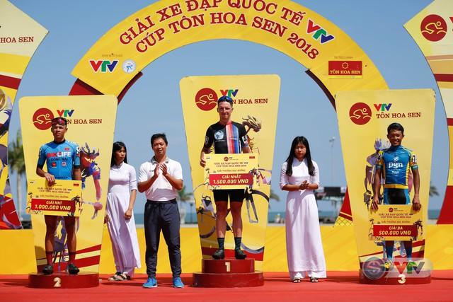ẢNH: Những khoảnh khắc ấn tượng chặng 9 Giải xe đạp quốc tế VTV Cúp Tôn Hoa Sen 2018 - Ảnh 11.