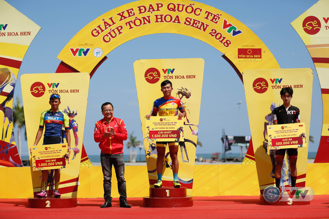 ẢNH: Những khoảnh khắc ấn tượng chặng 9 Giải xe đạp quốc tế VTV Cúp Tôn Hoa Sen 2018 - Ảnh 13.