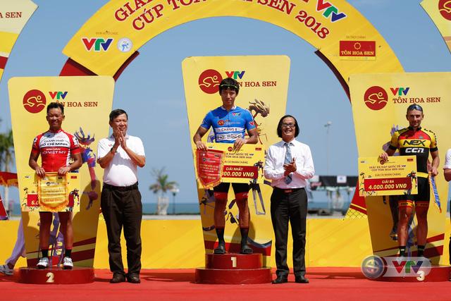 ẢNH: Những khoảnh khắc ấn tượng chặng 9 Giải xe đạp quốc tế VTV Cúp Tôn Hoa Sen 2018 - Ảnh 15.