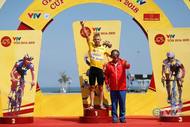 ẢNH: Những khoảnh khắc ấn tượng chặng 9 Giải xe đạp quốc tế VTV Cúp Tôn Hoa Sen 2018 - Ảnh 18.