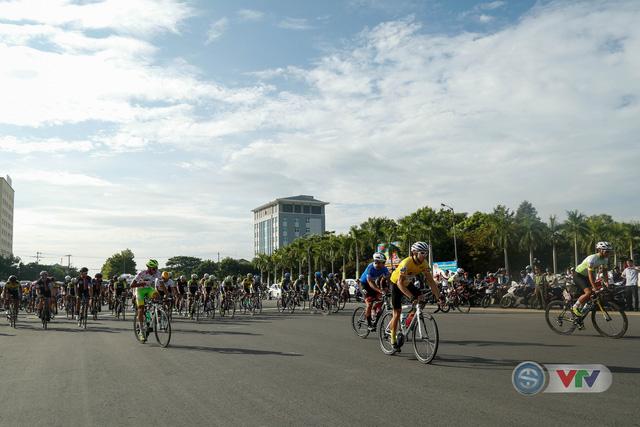 ẢNH: Những khoảnh khắc ấn tượng chặng 9 Giải xe đạp quốc tế VTV Cúp Tôn Hoa Sen 2018 - Ảnh 2.