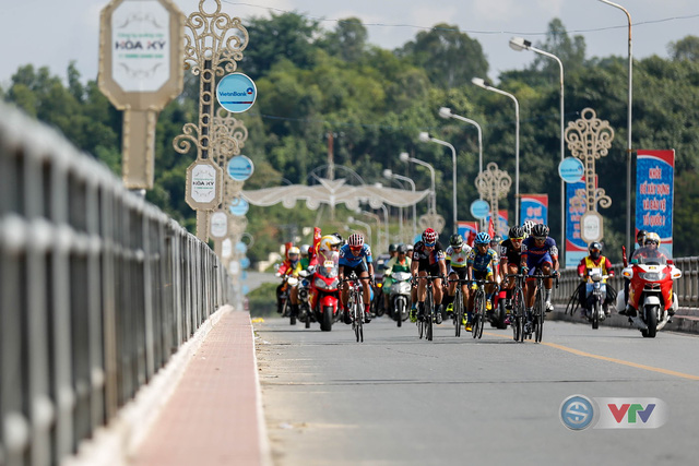 ẢNH: Những khoảnh khắc ấn tượng chặng 9 Giải xe đạp quốc tế VTV Cúp Tôn Hoa Sen 2018 - Ảnh 3.