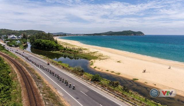 ẢNH: Những khoảnh khắc ấn tượng chặng 9 Giải xe đạp quốc tế VTV Cúp Tôn Hoa Sen 2018 - Ảnh 5.