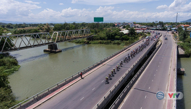 ẢNH: Những khoảnh khắc ấn tượng chặng 9 Giải xe đạp quốc tế VTV Cúp Tôn Hoa Sen 2018 - Ảnh 7.