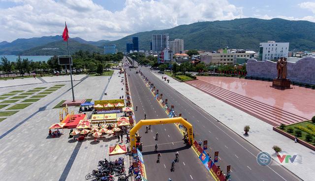 ẢNH: Những khoảnh khắc ấn tượng chặng 9 Giải xe đạp quốc tế VTV Cúp Tôn Hoa Sen 2018 - Ảnh 8.
