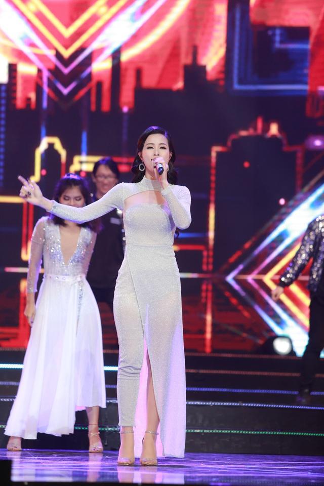 Đông Nhi đẹp tựa nữ thần tại Nhạc hội Việt - Nhật 2018 - Ảnh 1.