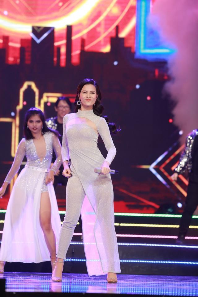 Đông Nhi đẹp tựa nữ thần tại Nhạc hội Việt - Nhật 2018 - Ảnh 2.