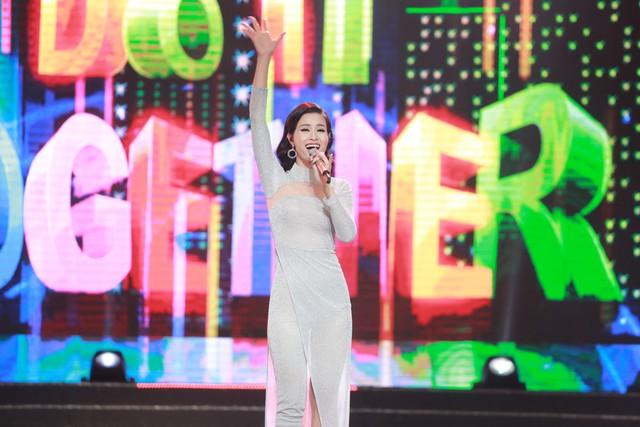 Đông Nhi đẹp tựa nữ thần tại Nhạc hội Việt - Nhật 2018 - Ảnh 4.