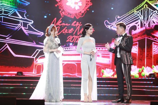 Đông Nhi đẹp tựa nữ thần tại Nhạc hội Việt - Nhật 2018 - Ảnh 8.