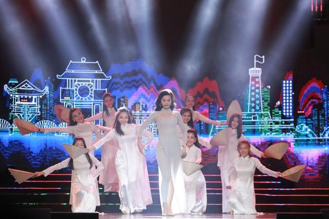 Đông Nhi đẹp tựa nữ thần tại Nhạc hội Việt - Nhật 2018 - Ảnh 9.
