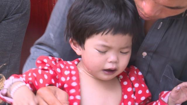 Tiếng khóc xé lòng của bé gái dân tộc Tày mắc bệnh tim bẩm sinh - Ảnh 2.