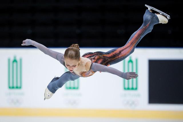 VĐV 14 tuổi lập kỷ lục thế giới về trượt băng nghệ thuật - Ảnh 1.