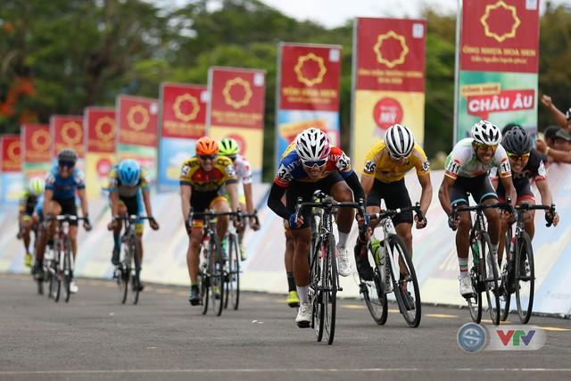 ẢNH: Những khoảnh khắc ấn tượng chặng 10 Giải xe đạp quốc tế VTV Cúp Tôn Hoa Sen 2018 - Ảnh 10.