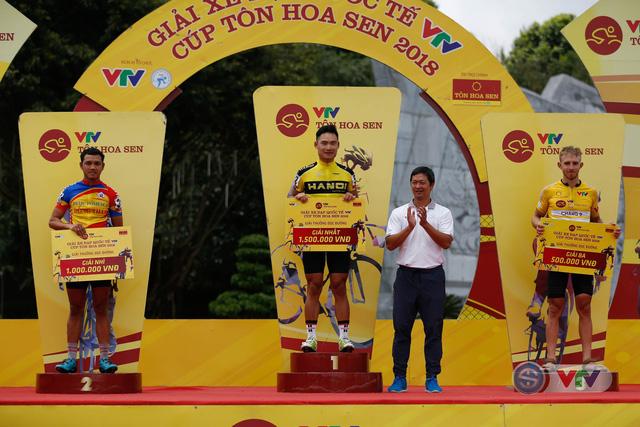 ẢNH: Những khoảnh khắc ấn tượng chặng 10 Giải xe đạp quốc tế VTV Cúp Tôn Hoa Sen 2018 - Ảnh 12.